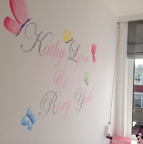 Glitternamen muurschildering