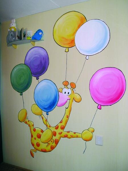 Giraf met balonnen muurschildering